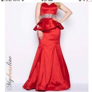 MAC DUGGAL Evening Gown